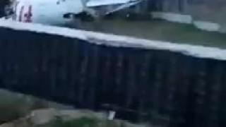 İstanbul'da uçak düştü!